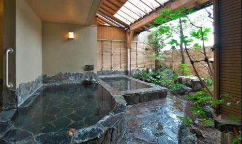 露天の湯に遊び美味に和む宿 山代温泉 多々見
